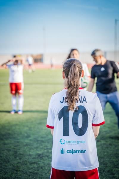 Equipo femenino de fútbol de MAAVi FC gana el Premio Iberdrola SuperA Social